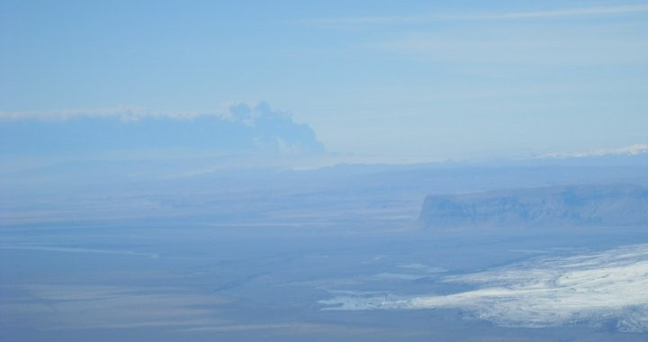 The Eyjafjallajokull eruption seen from Mt. Hrutfjallstindar. The mountain on the right is called Mt. Lómagnúpur.