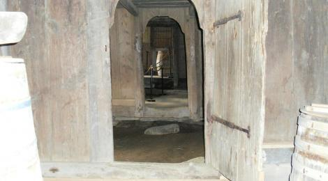 Going into the medieval hall at Keldur is like stepping back in time.