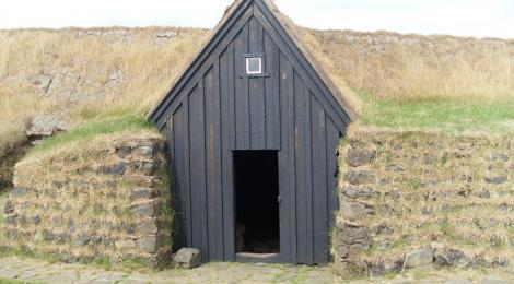 The entrance to the medieval hall at Keldur.