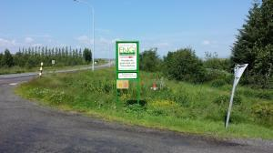 The sign towards the organic market and hedgerow market at Engi.