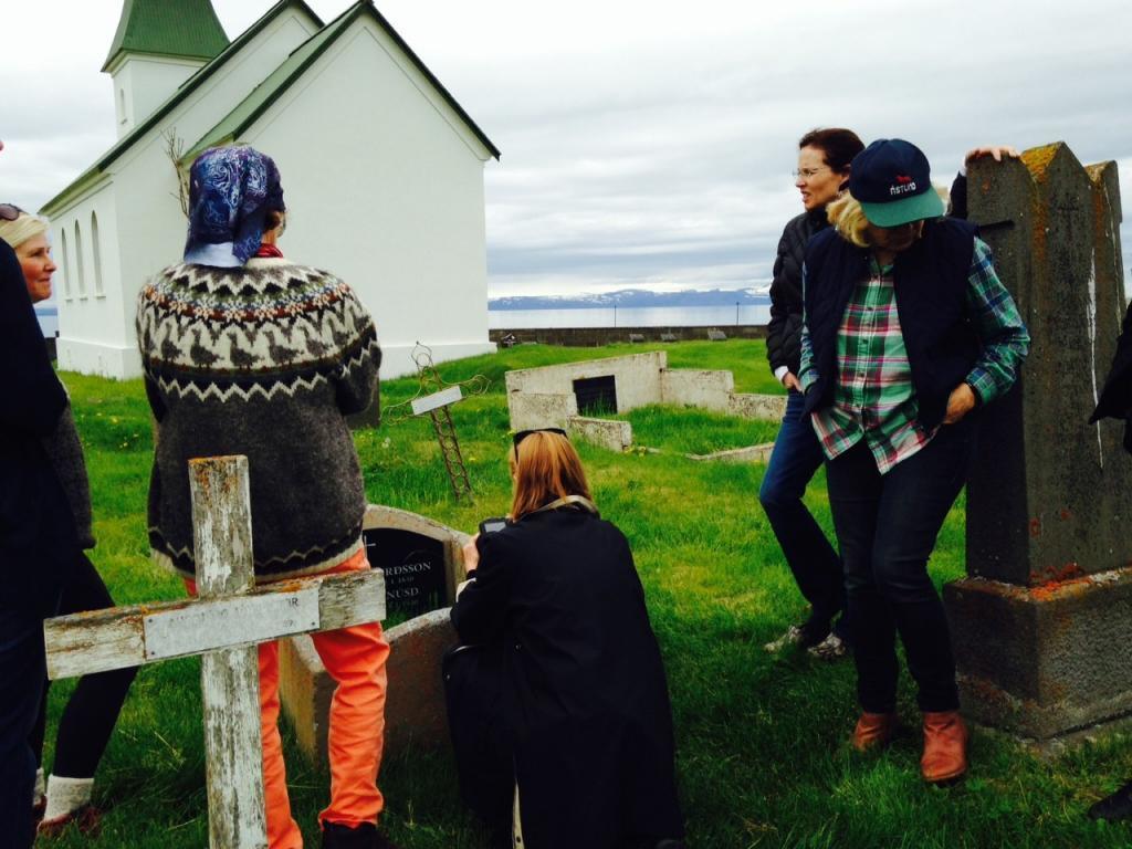 At the gravesite (photo credit: Tor Bilski)