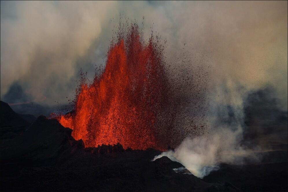 Holuhraun erupting.