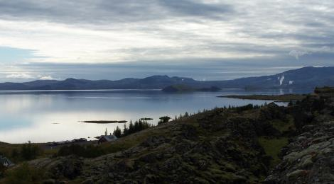 Thingvellir is right next to lake Thingvallavatn. The largest lake in Iceland.