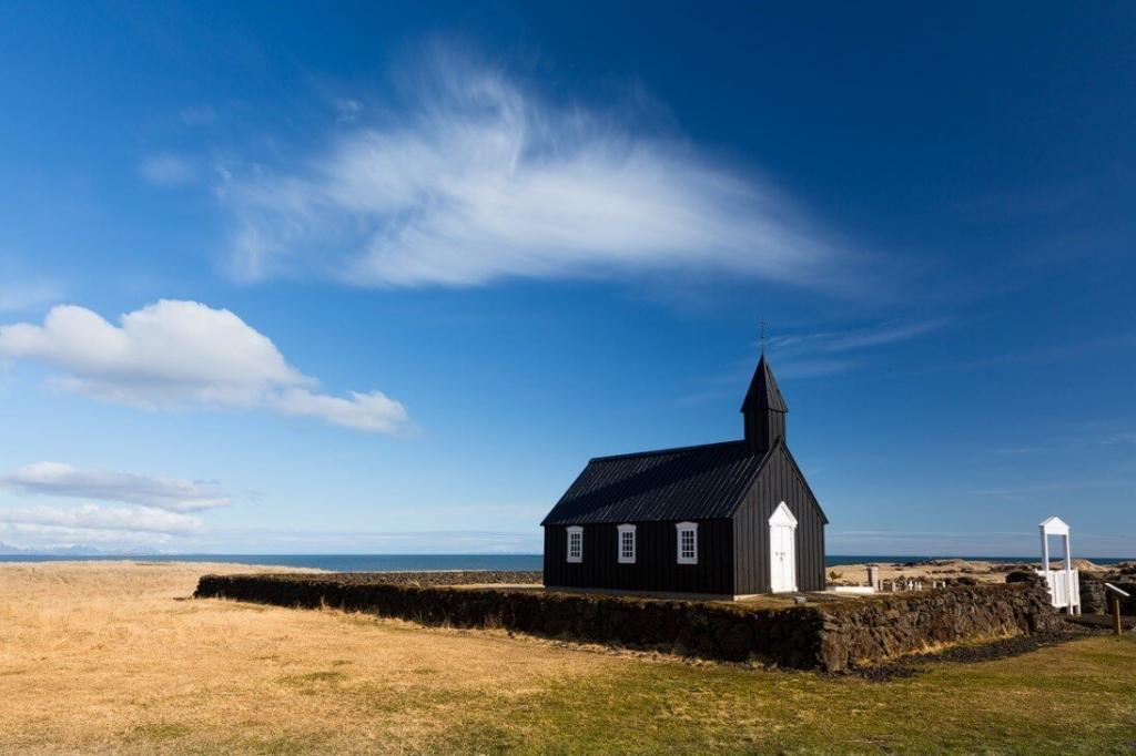 The church at Búðir.